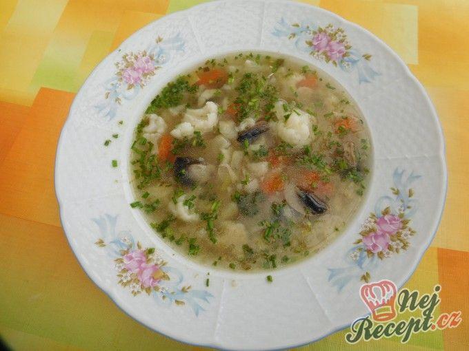 Zeleninová polévka s kapáním a žampiony