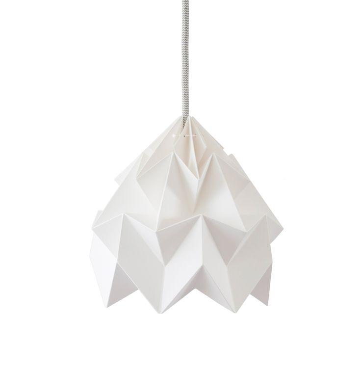 "Origamilampe ""Moth"" hvit - http://www.fjeldborg.no/nettbutikk/lamper/origamilampe-moth-hvit/"