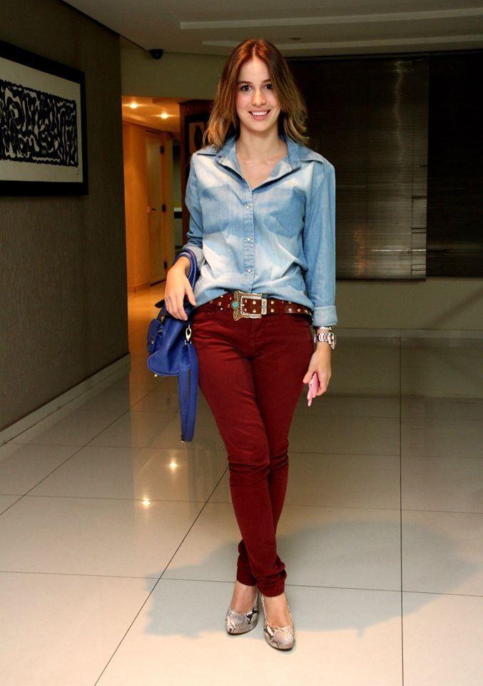 Camisa jeans + calça vinho