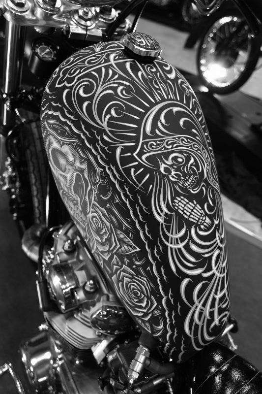 Good morning folks. Time to kickstart the day! Oldschool pinstripe Art. #tank #chopper