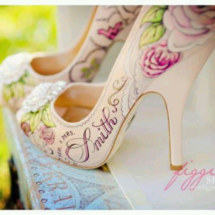 Decoupage's and paint on wedding shoes... this link is dead... but can we DIY???