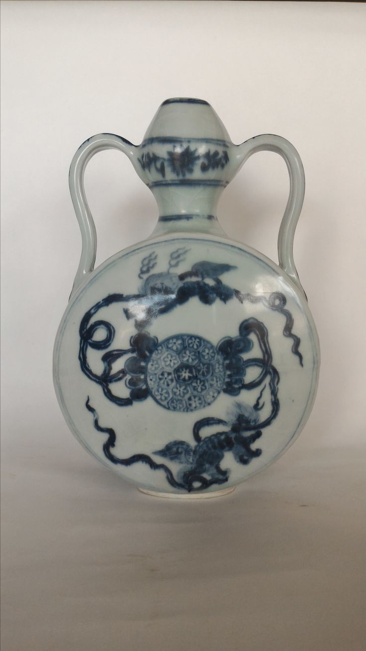 Moon Vase. Early Ming Dynasty. Height 27 cm.