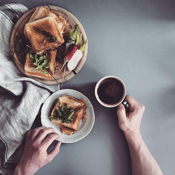 1,484 отметок «Нравится», 50 комментариев — Edyta Florek (@edytafl) в Instagram: «Tosty z pieczarkami 😋😋 Bo czasami śniadanie musi być w wersji męskiej 😉 #morning #śniadanie…»