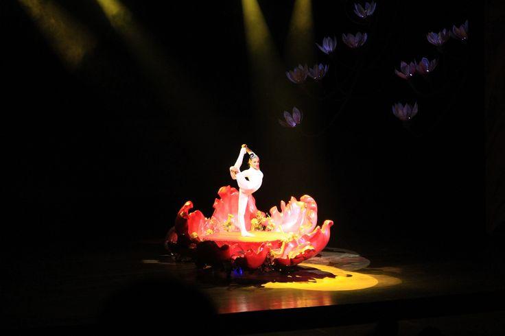 """Dragon and Phoenix show"" dancer at Shenzhen Splendid China folk culture village"