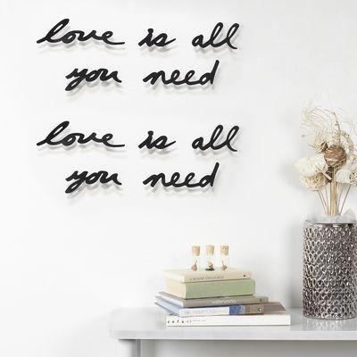 """Upea 3D yksityiskohta seinällesi.. makuuhuoneeseen tai olohuoneeseen.  """"Love is all you need."""" http://www.ihanaiset.fi/fi/Sisustus/5/Mantra+Love+sein%C3%A4koriste/641"""