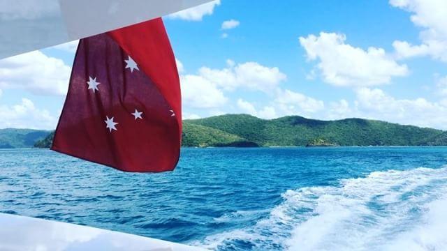 . あれ…クルーザーの中の動画がない… 探せども探せども…ない…😭😭😭😭 #同じようなの撮りすぎ #勢いで大事なやつまでデリートしちゃう #あるある . クルーザーからの眺めをご覧くださ〜い🛥涙目 #音量注意 . #sunnyday #niceview #happy #trip #travel #travelgram #traveling #ocean #sea #australia #haymanisland #oohaymanisland #cruiser #happy #cruising #旅行 #夫婦旅 #クルーザー #海 #ヘイマン島 #ノマド旅 #クルージング #豪華クルーザー