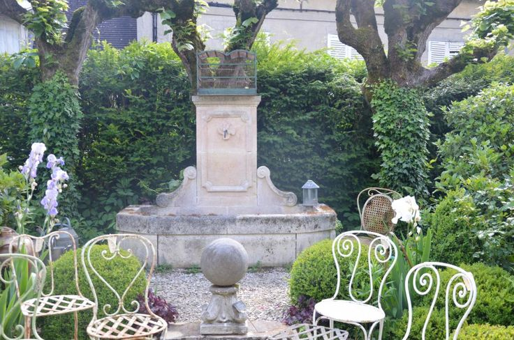 64 best images about french courtyard on pinterest for French country courtyard