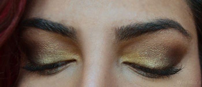 Weesha wears Lakme eyeshadow palette
