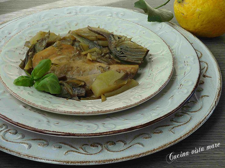 Il petto di pollo con patate e carciofi con basilico e succo di limone è un matrimonio perfetto di sapori: un secondo piatto sfizioso, saporito e completo!