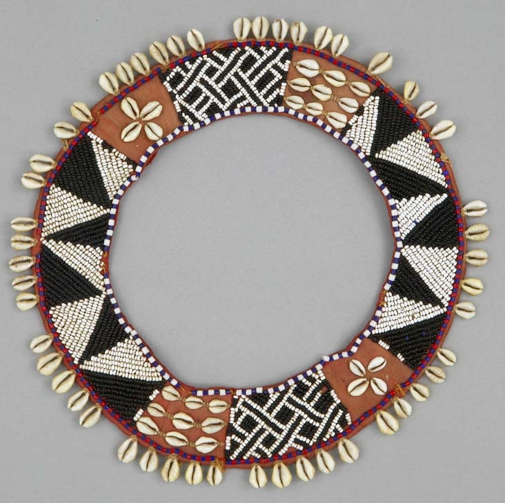 Africa | Neck ornament from the Kuba people of DR Congo | ca. 1950 - 1970 | Cotton, glass beads, cowrie shell and raffia