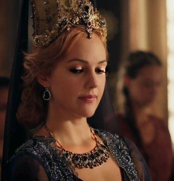 Meryem Uzerli as Hurrem Sultan
