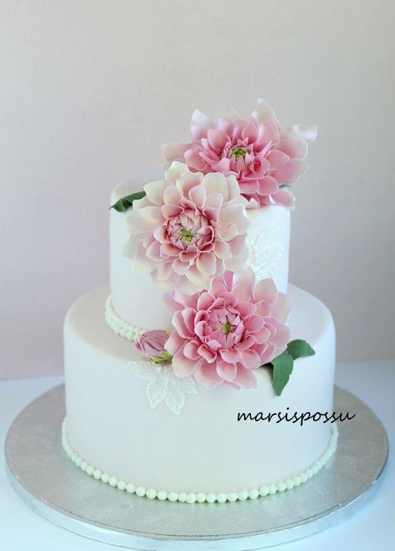 Marsispossu: Hääkakku daalioilla, Wedding cake