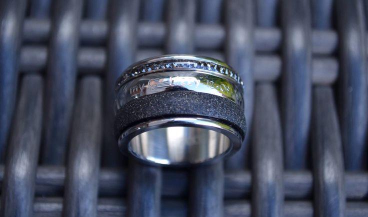 Ixxxi Ring laten graveren met eigen tekst.