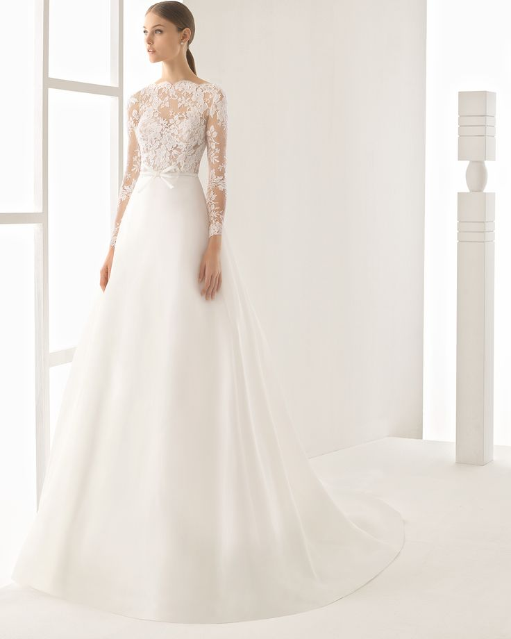 Lace and silk garza gown. Rosa Clará 2017 Collection.