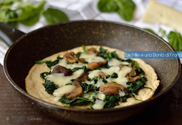 La pizza di farro in padella con funghi e spinaci è un piatto sfizioso e leggero che si prepara in pochissimi minuti. È ricco di gusto e molto nutriente.