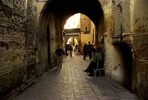 Organiser son voyage low cost au Maroc, c'est possible. Pour une somme très modique vous pouvez découvrir le Maroc et vous déplacer entre plusieurs villes. Conseils pour organiser son voyage au Maroc et découvrir ce pays en se passant des voyages organisés.