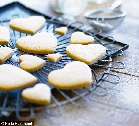 Great biscuit recipe for royal icing decoration.  Plain biscuit recipe from Biscuiteers Book of Iced Biscuits - Harriet Hastings & Sarah Moore.The golden syrup is a lovely change to vanilla.