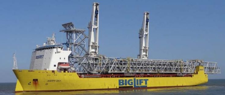 Biglift's HAPPY SKY seen at departure from Yantai, loaded with a 160 meters bridge (weighing 680ts)