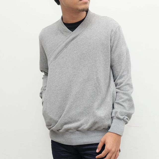 One of the best things about sweaters is how they really can accommodate any situation. We're assuming you know that sweaters are warm and that wearing them as a base layer when it's cold outside is in your best interests.  Get this Grey Kimono Sweater by JanSober only at our store!  Before disc IDR 389.000 After disc IDR 194.500  #affairsstore #jansober