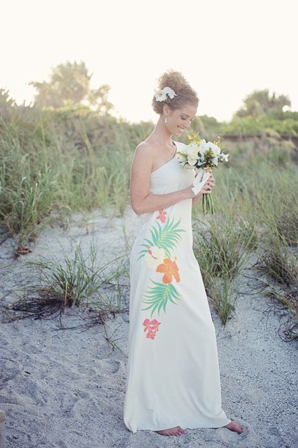 Retro hawaii beach wedding ideas love notes wedding blog for Hawaii wedding guest dress