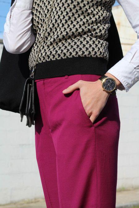 Pantalon palazzo fucsia vestir, pendientes bordados, chaleco y zapatos de Zara, camisa mango, bolso purificación garcia, reloj Cristian paul