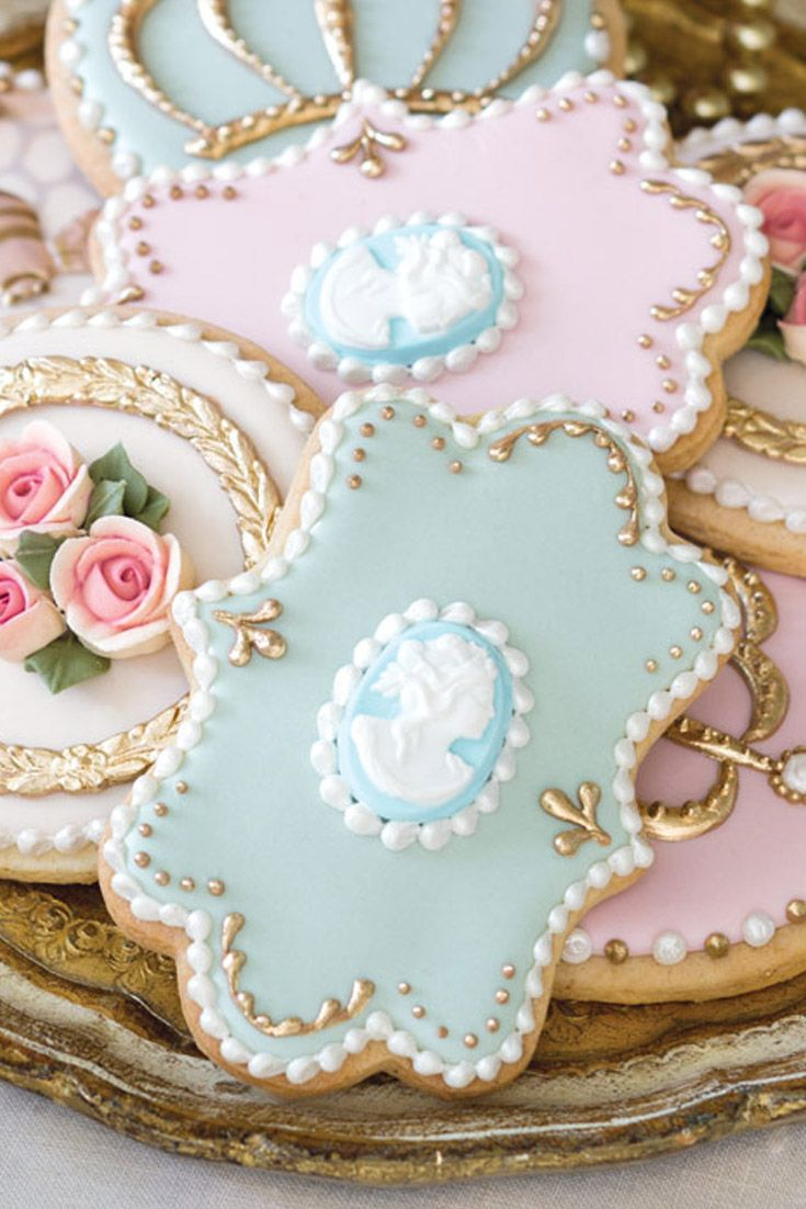 New York pastry chef Amber Spiegel demonstrates techniques for crafting the masterful designs from our Jan/Feb 2017 issue.