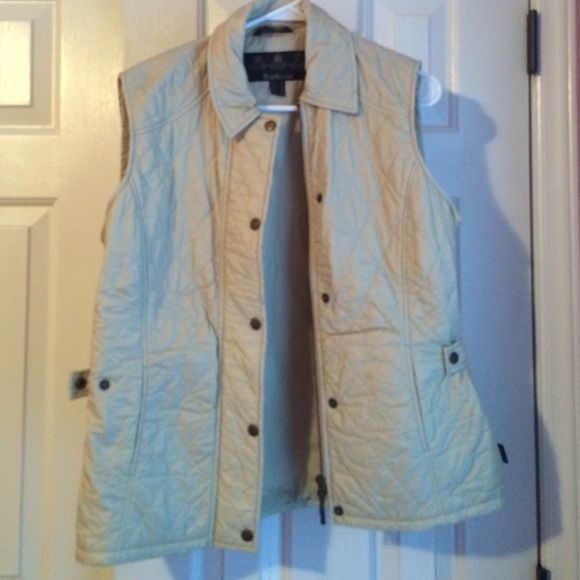 bday sale Tan Barbour vest Looks new!! I purchased unaware of the sizing and it's just too big! No flaws of any kind! Barbour Jackets & Coats Vests