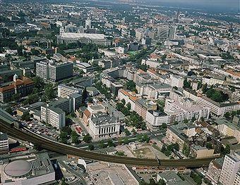 Berlin 1991:Theater des Westens,Bilka,S-Bahntrasse,Kant-Dreieck,IHK,TU,Boerse,Berliner Bank,Kantstrasse