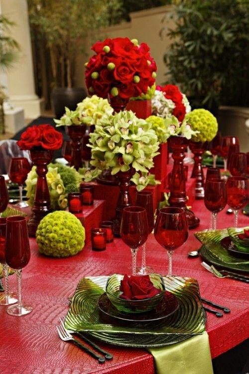 2013 Christmas table centerpiece,  Christmas flower centerpiece,  Christmas table decor #Christmas #table #centerpiece www.loveitsomuch.com