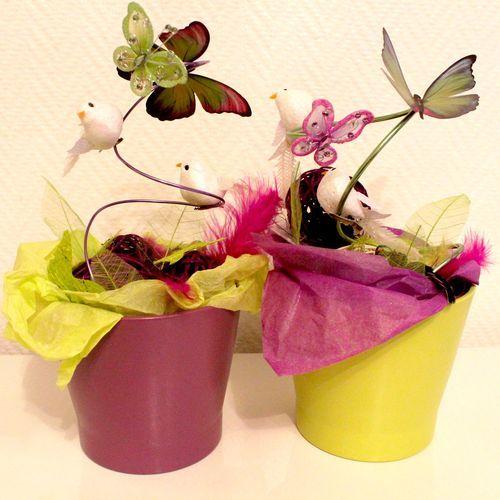 Centre de table DIY / Boules rotin, plumes et papillon