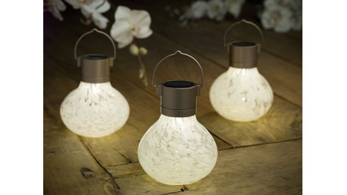 Great for outside dinners in the evening :}Gardens Lanterns, Glasses Gardens, Hanging Lights, Solar Teas, Power Glasses, Teas Lanterns, Solar Power, Glasses Lanterns, Solar Lanterns