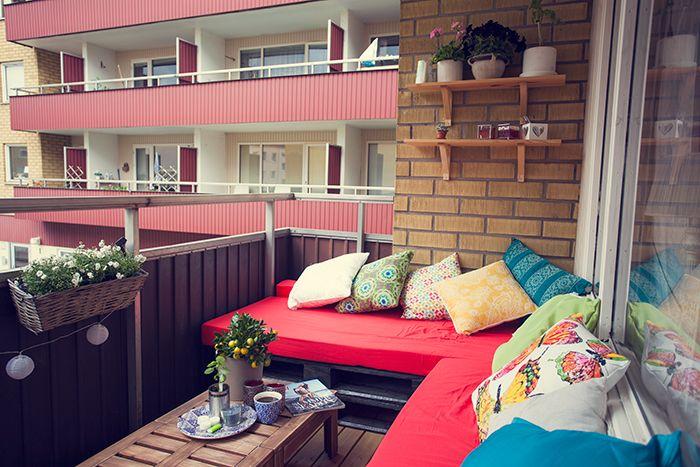 http://www.sbrage.se/ Möbler av lastpallar, Lastpall, soffa, DIY, balkong, indiska, balkonglåda, blommor, liten balkong