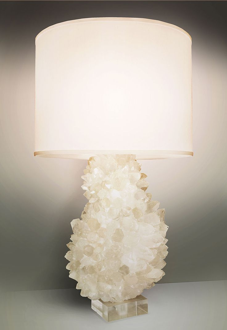 SHADE Off-white linen MATERIALS Hand-cut natural quartz stone body; Acrylic base