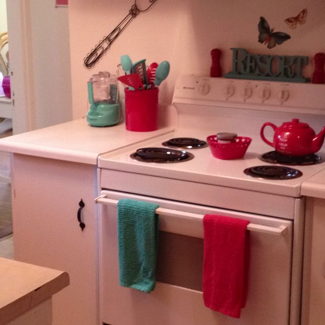 Teal and red kitchen ideas for Red kitchen decor