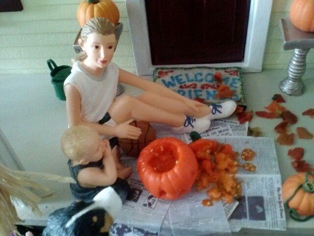 Pumpkin carving in 1:12 scale