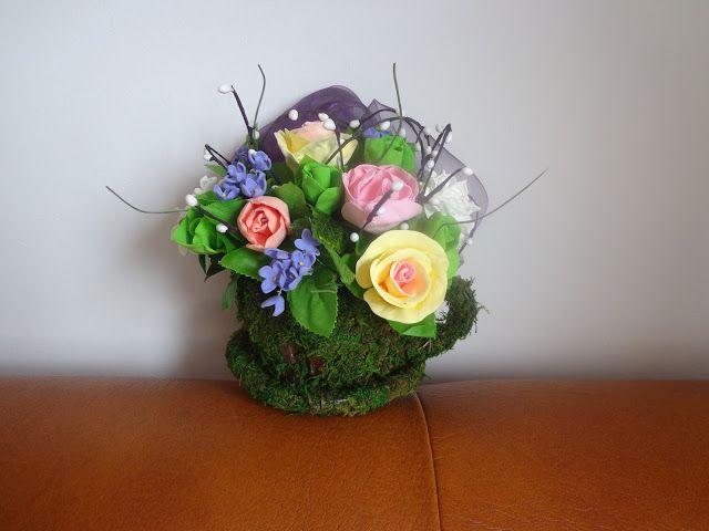 Flori din clay lucrate manual: Aranjament floral cu flori lucrate manual din plas...