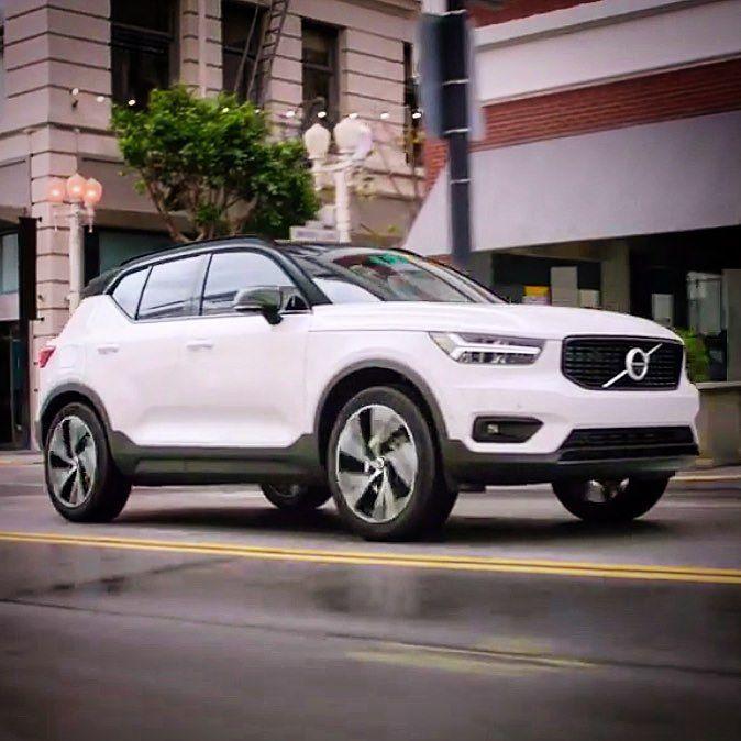 A @volvocars apresentou mundialmente nesta quinta-feira (21) o #XC40 #SUV compacto premium criado para rivalizar com @landrover #rangerover #evoque @audi #q3 @mercedesbenz #gla e o futuro @bmw #x2. E aí o que acharam do visual?