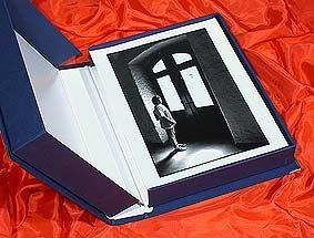 Scatola Classic blu -per archiviazione fotoBustine pergamino 100 pz. formati vari    #archiviazione #fotografia #pellicola mailto:info@fotom... www.fotomatica.it