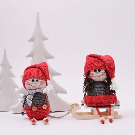 Bald ist es Weihnachten, und warum nicht mit nordischen Traditionen für extra gute Weihnachtsstimmung sorgen? Dieses süsse Wichtelpaar aus Dänemark lässt garantiert gute Weihnachtstimmung bei Ihnen zu Hause aufkommen. Viel Spass beim Häkeln!.