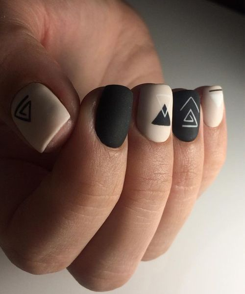 Unique Little Triangles with Alternate Colors on Nails