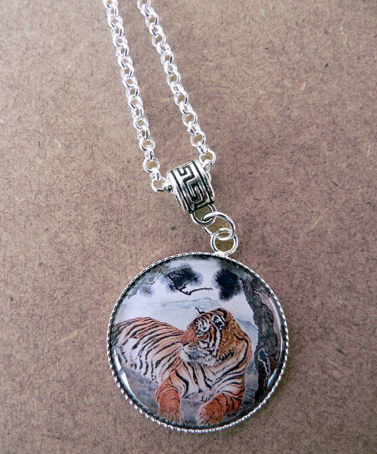 collier tigre façon estampe japonaise - cabochon en verre, tigre du Bengale allongé - métal argenté : Collier par l-oiseau-seraphine