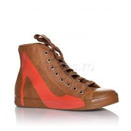Tenisii Heels maro sunt inediti si foarte in voga, datorita modelului de pantof stiletto desenat pe latura exterioara a lor. Tenisii Heels s...