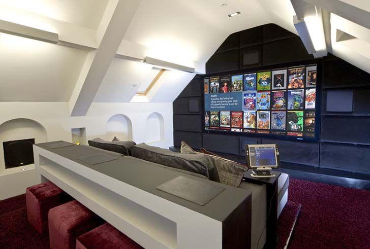 ホームシアターに憧れを持っちゃうすごい部屋の写真 Casa Dos Sonhos