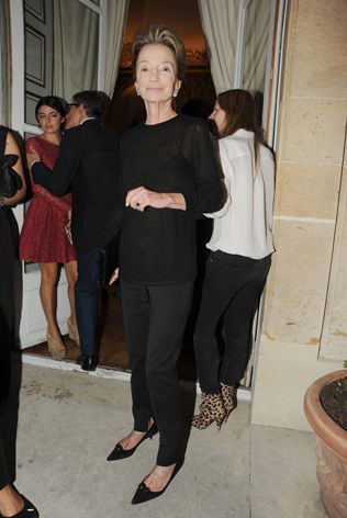 Lee Radziwill...she is ALWAYS perfectly styled.  Here she keeps it simple with chic black.