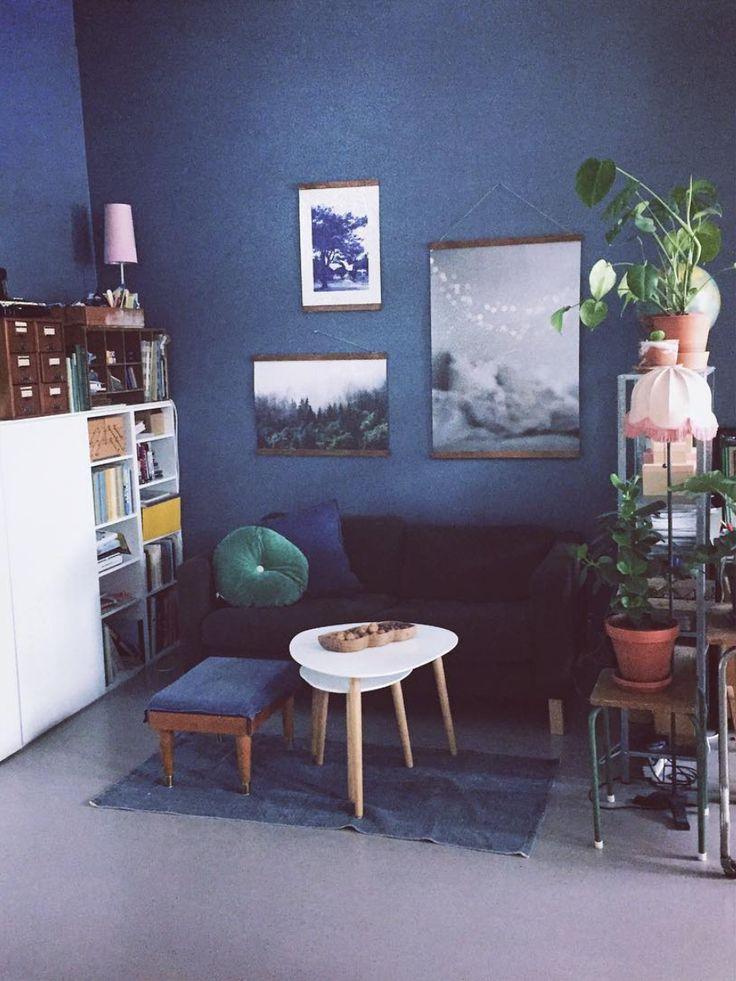 Såå stor stue har mann plass til i en ett-roms #boligplussnvh2017 #urbanjunglebloggers #gjenbruk #jotunkveldshimmel #studioapartment #interior #rom123stue #boligplussminstil #rom123 #plantlove #plantsrule #monsteramonday #hildemork #dreamer #marissjokoladefabrikk  https://www.instagram.com/marissjokoladefabrikk/