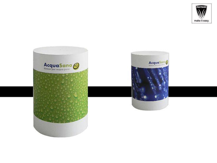 Cylindrical Desk Desk a cilindro. Struttura in tubolare d'alluminio, base d'appoggio in alluminio, piano d'appoggio in forex da 10mm colore bianco, rivestimento in policarbonato opale stampa da vostra grafica. Sacca fastand di trasporto.