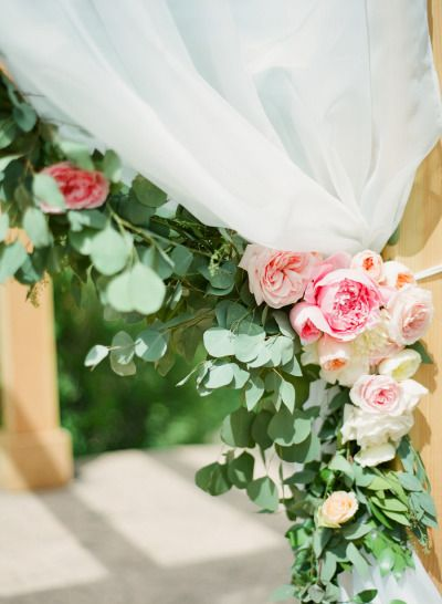 Blush rose decor: http://www.stylemepretty.com/2014/12/12/blush-pink-mountain-lodge-wedding/ | Photography: Connie Dai Photography - http://www.conniedaiphotography.com/