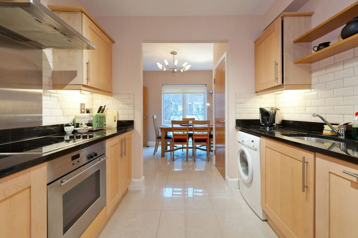 House in Ballsbridge, Ireland. Beautiful four bedroom duplex in the most fashionable area of Dublin. Ballsbridge is an excellent area of Dublin, close to all the action, the house is only 20 minute walk to Grafton Street/Trinity Collage, great pubs and restaurants in the area. ...