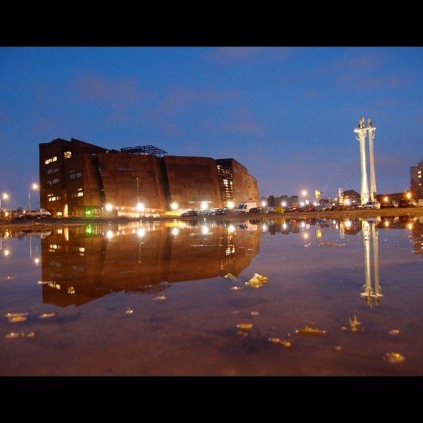 European Solidarity Centre  Miejska symetria/Urban Symmetry #symmetry #symetrie #симметрия #symetria #Gdańsk #Gdansk #гданьск #Poland #Pologne #польша #Polska #winter #hiver #зима #zima #citybynight #city #ville #город #miasto #urbananthropology #architecture #архитектура #architektura #ECS #Stocznia_Gdańska #Stocznia_Gdanska #stocznia