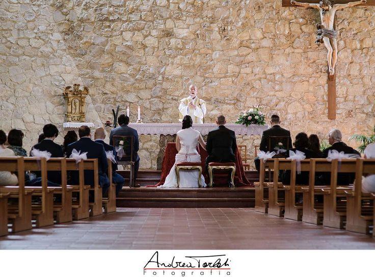 La #cerimonia del #matrimonio è un momento da fotografare con riservatezza #weddingphotography #matrimoni #fedi #instawedding